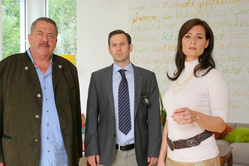 L-R: Korbinian Hofer (Joseph Hannesschläger), Sebastian König (Mark-Alexander Solf) und Stephanie von Preitz (Sabine Lorenz) – Bild: ORF 2
