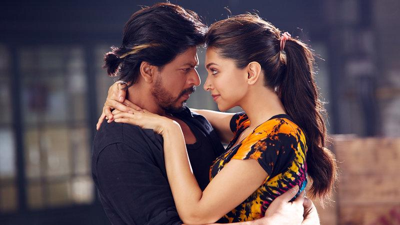 Charlie (Shah Rukh Khan) und die Tänzerin Mohini (Deepika Padukone) – Bild: RTL II