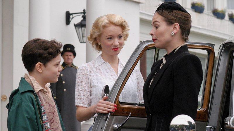 V.l.n.r.: Peter Carmody (Steven Williams), Ruby (Emma Williams) und Adelaide Jefferson (Tara Fitzgerald) – Bild: WDR/ITV plc/Granada International