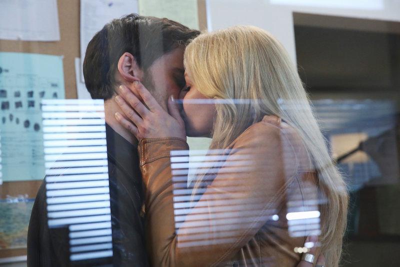 Killian Jones (Colin O'Donoghue) und Emma Swan (Jennifer Morrison) – Bild: MG RTL D / © 2014 American Broadcasting Companies, Inc. All rights reserved