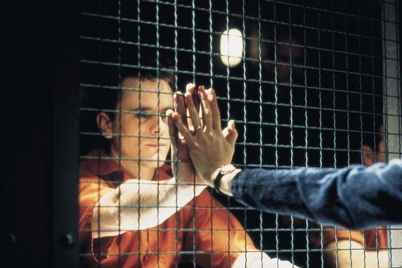 Die Gerichtsverhandlung für Mark (Charles Esten) steht kurz bevor. Er wird des Mordes beschuldigt. – Bild: VOX