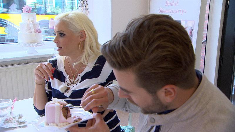 Daniela und Wedding-Planer Eric Schroth beim Probe-Essen von Hochzeitstorten. Gar nicht so einfach, die perfekte Torte zu finden... – Bild: RTL II