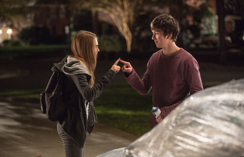 Longtime neighbors Margo (Cara Delevingne) and Quentin (Nat Wolff) reconnect in a memorable way. – Bild: TM & © 2015 Twentieth Century Fox Film Corporation. All Rights Reserved. Not for sale or duplication. Photographs � 2015 Twentieth Century Fox Film Corporation. All rights reserved.