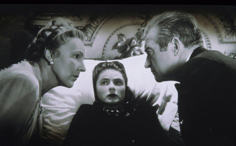 Ingrid Bergmann (M.) – Bild: Universal TV