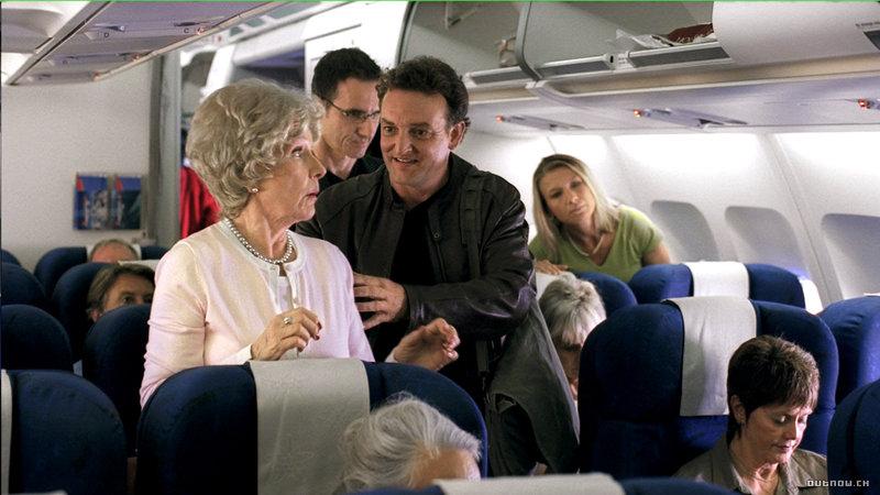 Mike Duerst (Marco Rima) ist ein Mann, der ohne Handy nicht auskommt - das Telefon hat ihm in manch einer Krise das Leben gerettet. – Bild: 3+