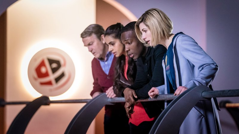Graham (Bradley Walsh, l), Yaz (Mandip Gill), Ryan (Tosin Cole), The Doctor (Jodie Whittaker, r) – Bild: WDR/BBC Studios 2018/Adrian Rogers