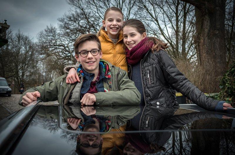 Benny, Alice und Mia nehmen Abschied von Hamburg. – Bild: NDR/Boris Laewen