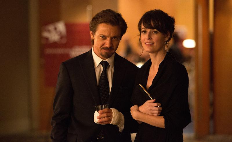 Sue (Rosemarie DeWitt) begleitet ihren Mann Gary (Jeremy Renner) zur Verleihung eines Journalisten-Preises. – Bild: ZDF und Chuck Zlotnick