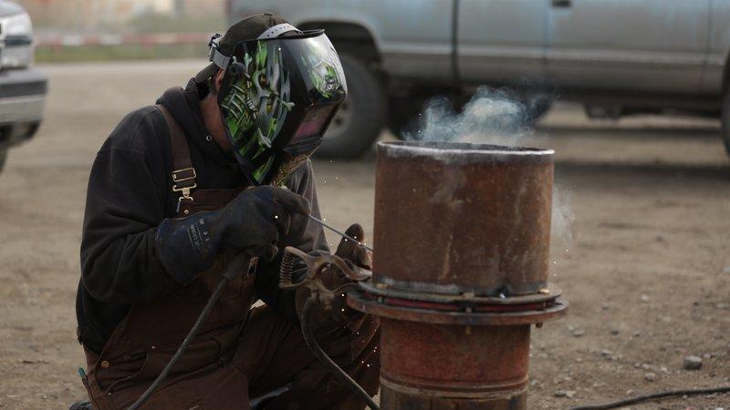 Hank Schimshat welding. – Bild: Discovery Communications