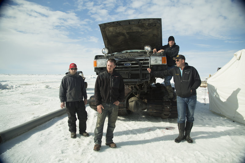 Shamrock Crew posing in front of truck. – Bild: Discovery Channel
