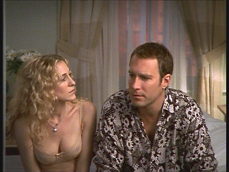 Jeder Mensch hat dunkle Punkte. Wagen Aidan (John Corbett, r.) und Carrie (Sarah Jessica Parker, l.) es, darüber zu sprechen?_Titel: Sex and the City – Bild: sixx