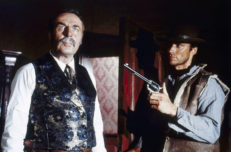 V.li.: Sheriff Baxter (Wolfgang Luschky) und Joe (Clint Eastwood). – Bild: SWR/BR/Constantin-Film GmbH/Jolly Film S.r.l. Rom/Ocean Film S.A. Madrid