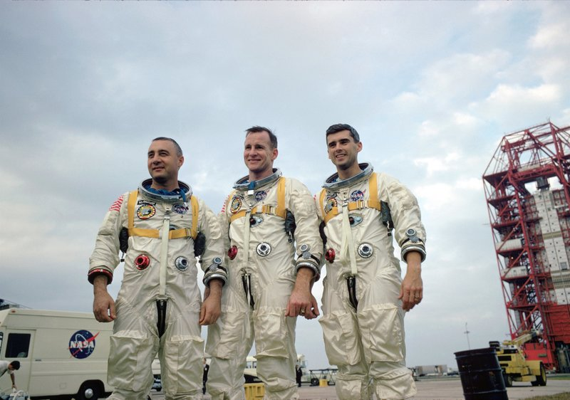 The crew of Apollo 1 (left to right, Gus Grissom, Ed White and Rodger Chaffee) were to perish in a flash fire inside their capsule on the pad. January 1967. – Bild: Science Channel / NASA