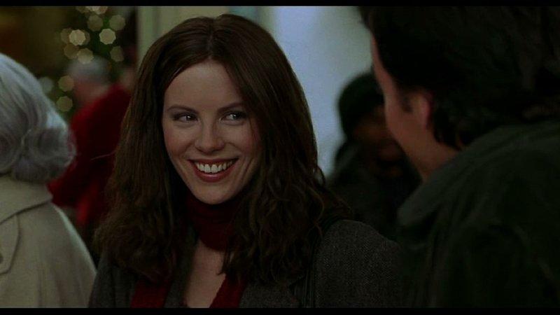 Nach ihrer Zufallsbegegnung verbringen Sara (Kate Beckinsale) und Jonathan (John Cusack - r. von hinten) den ganzen Tag miteinander. Sie verstehen sich prächtig. – Bild: ZDF und David Lee