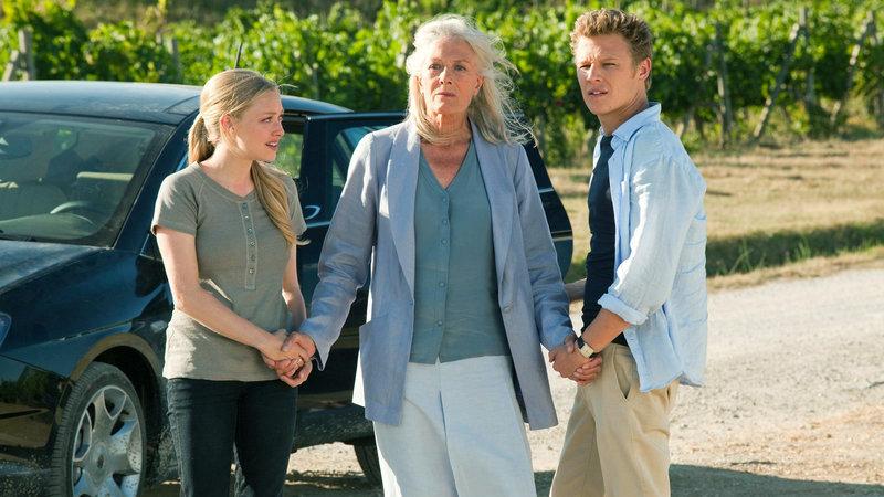 Sophie (Amanda Seyfried, li.) mit Claire (Vanessa Redgrave) und Charlie (Christopher Egan, re.) – Bild: RTL II