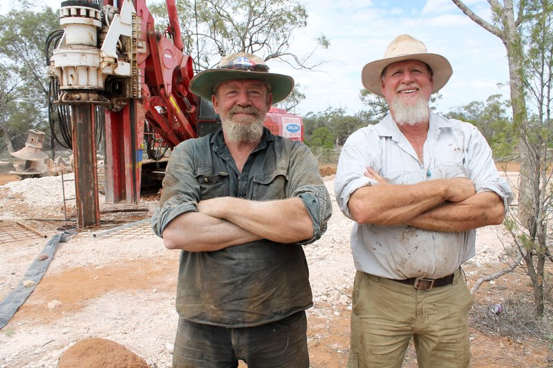 Opal hunters Peter and Mick. – Bild: Discovery Communications