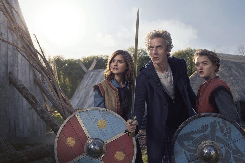 Clara (Jenna Coleman), The Doctor (Peter Capaldi), Ashildr (Maisie Williams) – Bild: BBC/BBC Worldwide 2015