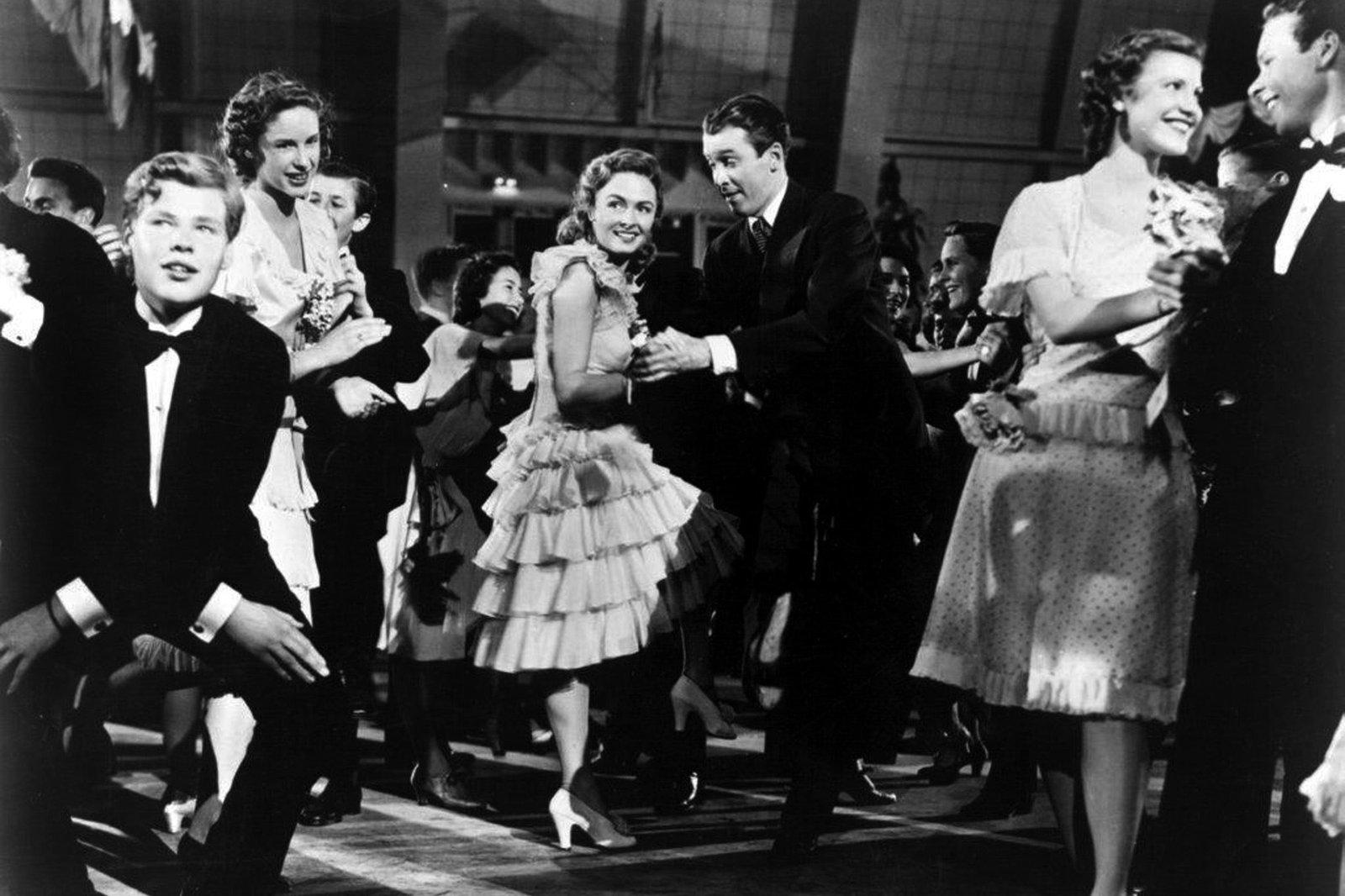 Donna Reed als Mary Hatch Bailey und James Stewart als George Bailey – Bild: MDR/ARD Degeto