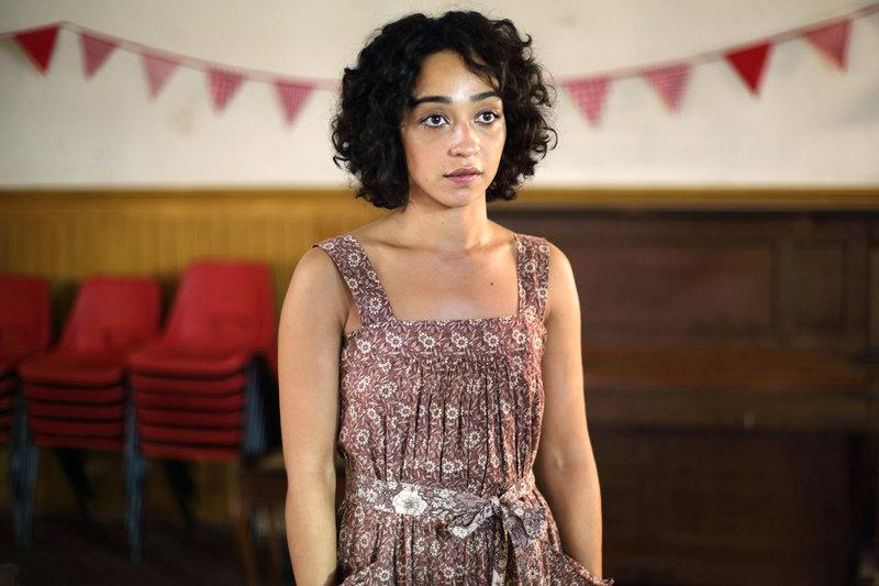 Nach einem schrecklichen Ereignis kehrt Iona (Ruth Negga) an den Ort ihrer Kindheit zurück. – Bild: ZDF / © Boudica Iona Ltd/British Film Institute 2015/Anne Binckebanck