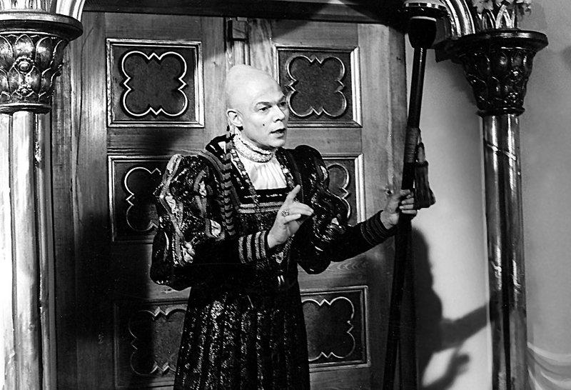 Die vertauschte Koenigin -- Maerchenfilm 1983 - -- um eine hartherzige Koenigin, die ihre Untertanen schikaniert, bis ihr ein Kanonier und der Baenkelsaenger-Hofnarr mit Hilfe der beherzten Frau des Schmiedes, die ihr sehr aehnlich sieht, eine Lektion erteilen. -- Hofmarschall (Klaus Piontek) -- Foto:MDR – Bild: DMB / Credit: MDR, Source: MDR/HAKoMa,