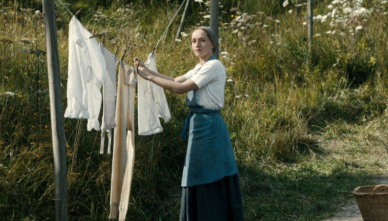 Brigitte Hobmeier als Emma. – Bild: SWR/EIKON SÜDWEST