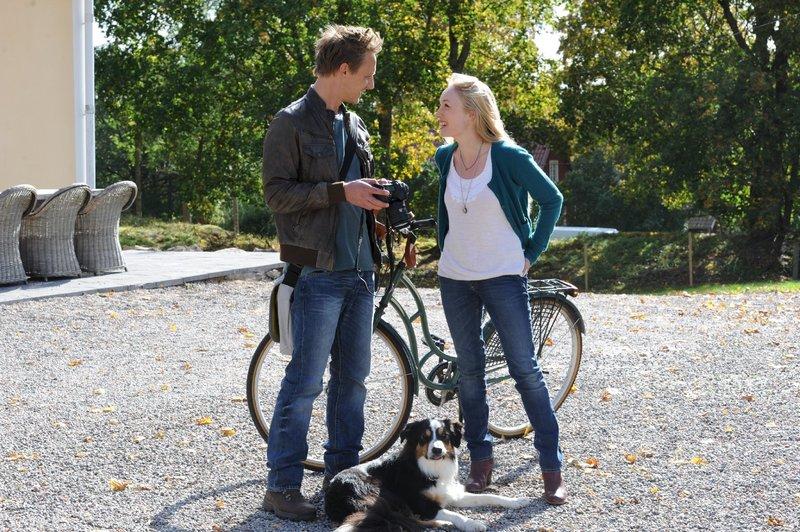 Mike Hoffmann (Stellan Mansfeld), Katharina Heyer (Clara Stellingbosch). – Bild: ZDF und Elke Werner