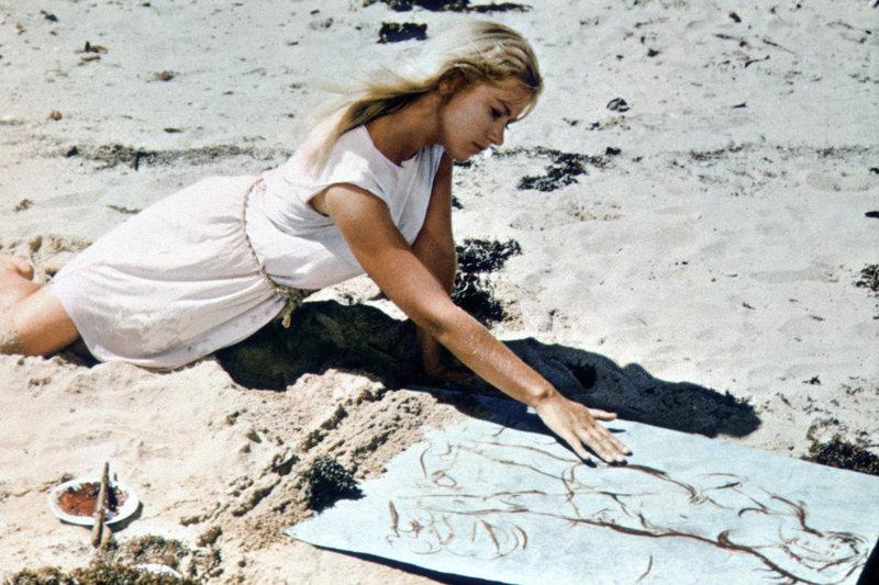 Der berühmte Künstler Maler Bradley kehrt New York den Rücken. Auf einer Insel im australischen Great Barrier Reef angekommen, findet er seine Muse in der Gestalt des jungen Mädchens Cora (Helen Mirren) ... – Bild: 1969, renewed 1997 Columbia Pictures Industries, Inc. All Rights Reserved. Lizenzbild frei