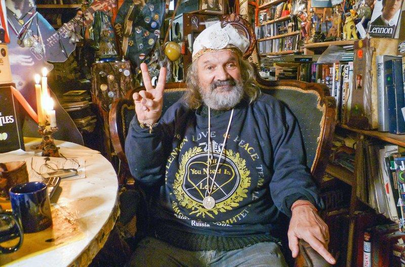Kolja Vasin aus Russland ist der größte Beatles-Fan der Welt. – Bild: phoenix/ZDF/Gruppe 5
