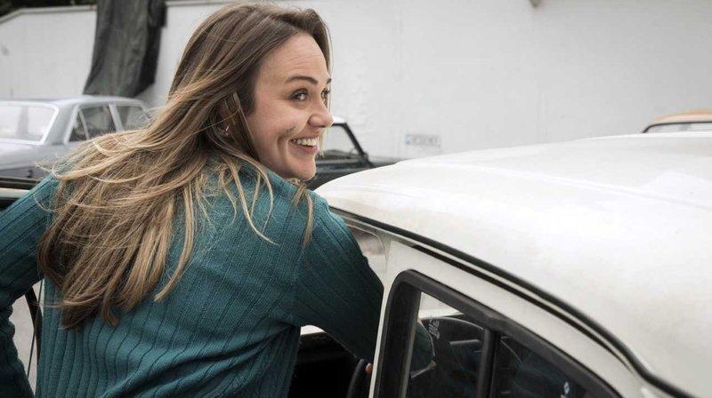 Lillis (Alwara Höfels) Auto fährt nicht mehr. – Bild: WDR/Thomas Kost