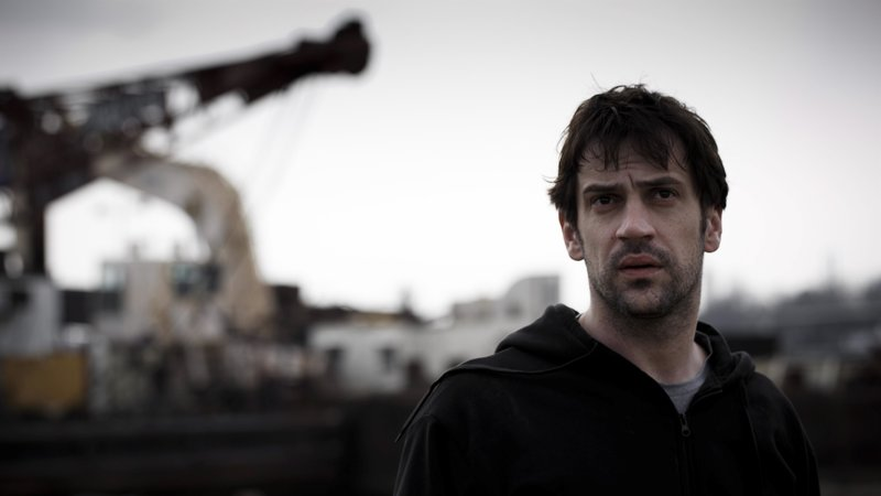Goran Bogdan as Milan – Bild: Stephane Remael