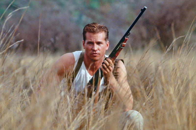 Architekt John Patterson (Val Kilmer) wird in Afrika zum Jäger. – Bild: HR/Degeto/Splendid
