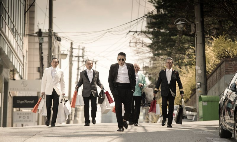 Psy - Das Lied 'Gangnam Style' ist ein koreanischer Pop-Song des Rappers Psy. Das Lied verdankt seine weltweite Popularität der Verbreitung als Video bei YouTube - das Video erreichte am 21.12.2012 eine Milliarde Aufrufe. – Bild: MG RTL D / Universal / CMS