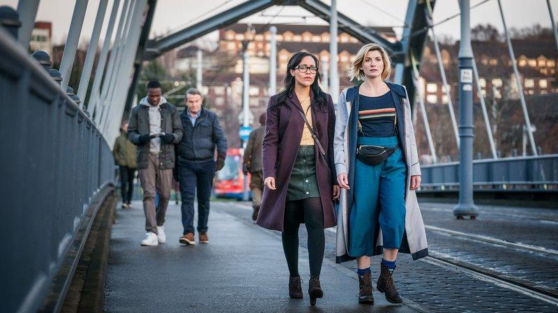 V.l.n.r.: Ryan (Tosin Cole), Graham (Bradley Walsh), Jade (Tanya Fear), The Doctor (Jodie Whittaker) – Bild: WDR/BBC