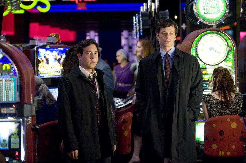 L-R: Pope (Chris Marquette) und Matheson (Tom Everett Scott) – Bild: c 2008 Disney Enterprises, Inc. All rights reserved.