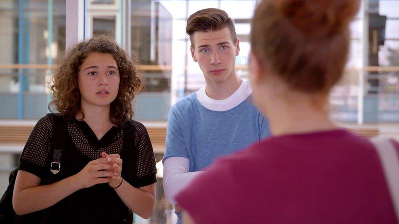 L-R: Lotte (Jesina Amweg), Jannik (Dennis Oertel) – Bild: Nickelodeon