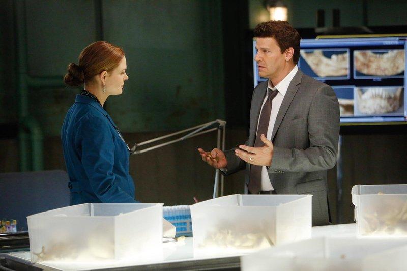 Brennan (Emily Deschanel) und Booth (David Boreanaz) – Bild: TVNOW / FOX