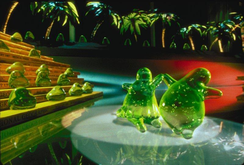 """""""Flubber', was für """"Flying Rubber' - einen fliegenden Radiergrummi - steht, ist die bahnbrechende Erfindung von Professor Philip Brainard. – Bild: Disney Channel"""