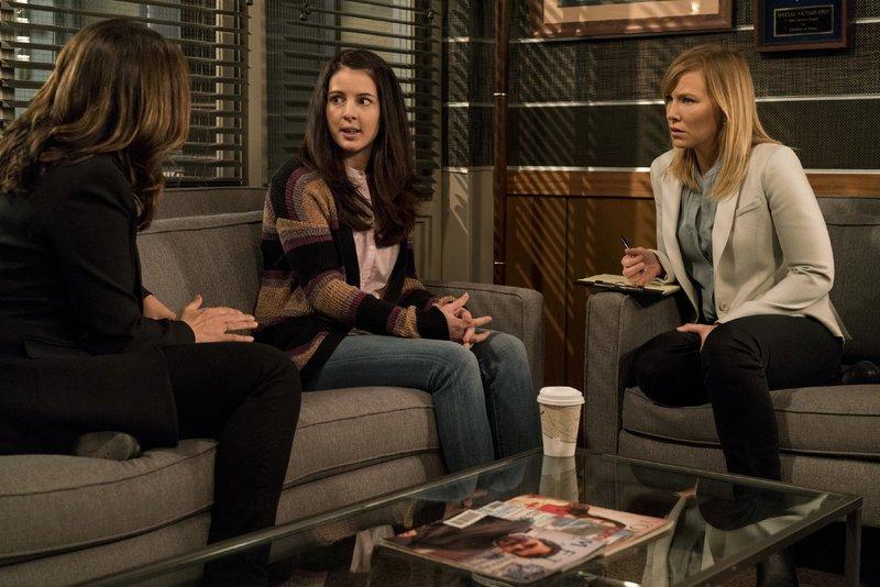 V.l.: Olivia Benson (Mariska Hargitay), Ann Davenport (Jessie Carter), Amanda Rollins (Kelli Giddish) – Bild: VOX