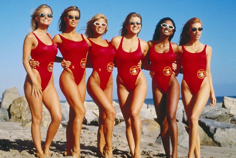 V.l.: April (Kelly Packard), Donna (Donna D'Errico), Lani (Carmen Electra), Skylar (Marliece Andrada), Jordan Tate (Traci Bingham), Taylor Walsh (Angelica Bridges) – Bild: Nitro.
