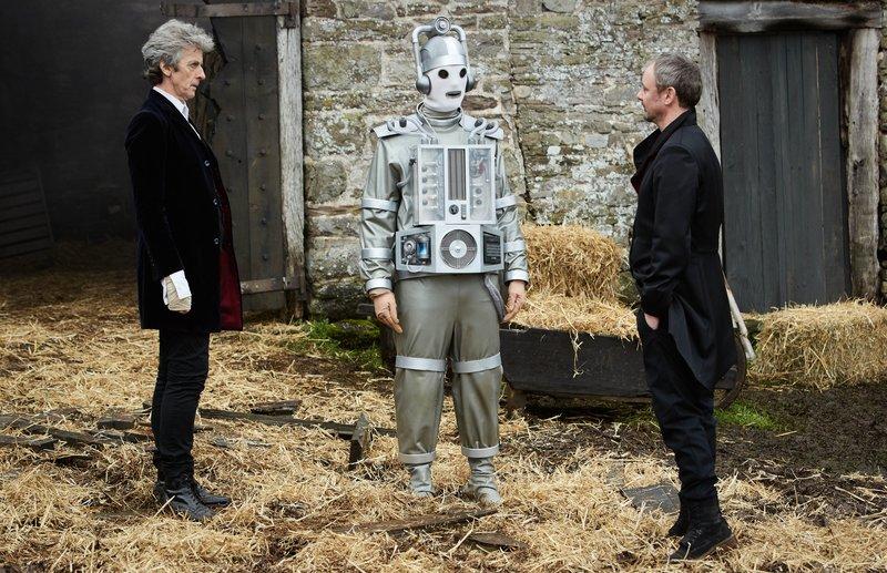 L-R: The Doctor (PETER CAPALDI), Cyberman. – Bild: BBC Worldwide 2017