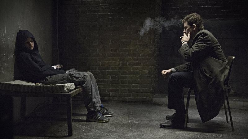 on the right Carl Mørck (Nikolaj Lie Kaas), on the left Kimmie (Danica Curcic) – Bild: Film 1 Drama