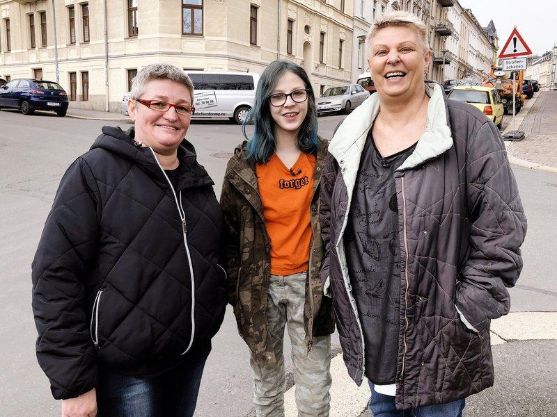 Die Mütter Mickey (49) und Marion (58) verzweifeln an der Erziehung ihrer ADHS-kranken Tochter Kimberly (14), die scheinbar die Fäden der Familie in der Hand hält. – Bild: VOX