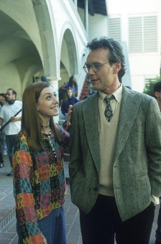 L-R: Willow Rosenberg (Alyson Hannigan), Rupert Giles (Anthony Head) – Bild: Syfy