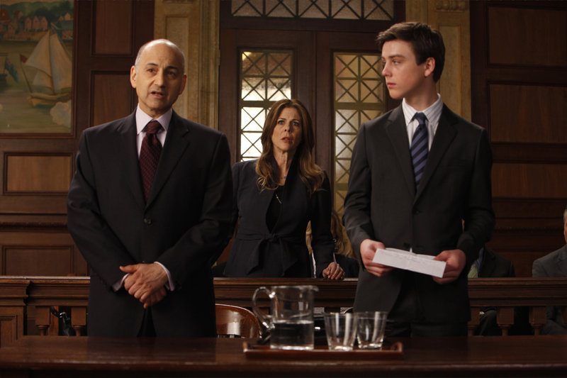 "-- ""Delinquent"" Episode 1223 -- Pictured: (l-r) Ned Eisenberg as Roger Kessler, Rita Wilson as Bree Mazelon, Sterling Beaumon as Hunter Mazelon -- Photo by: Will Hart/NBC – Bild: Universal Channel"