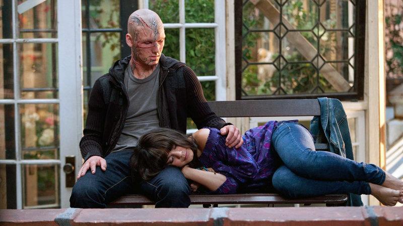 Die bezaubernde Lindy (Vanessa Hudgens) fühlt sich geborgen und sicher bei 'Hunter' (Alex Pettyfer) – Bild: RTL Zwei