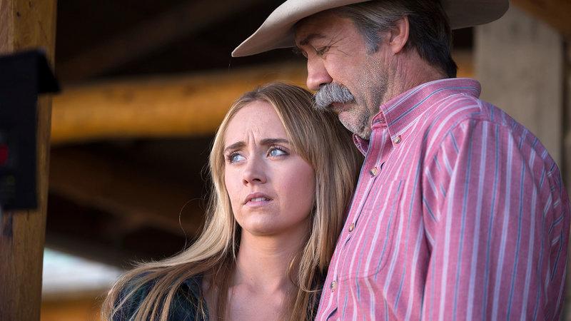 Jack (Shaun Johnston) draengt seine Enkelin Amy (Amber Marshall), bald wieder mit der Arbeit anzufangen, um ihr Trauma zu ueberwinden. – Bild: Bibel TV