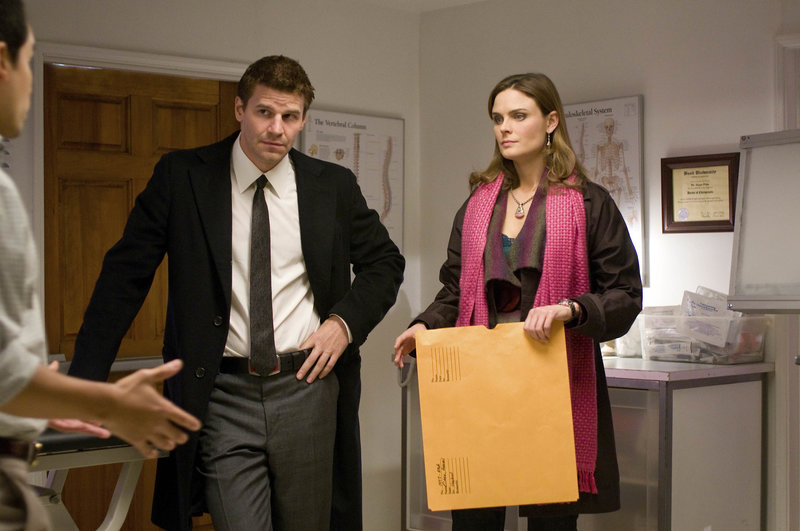 Booth (David Boreanaz, l.); Dr. Brennan (Emily Deschanel, r.) – Bild: © 2008-2009 Fox and its related entities. All rights reserved.