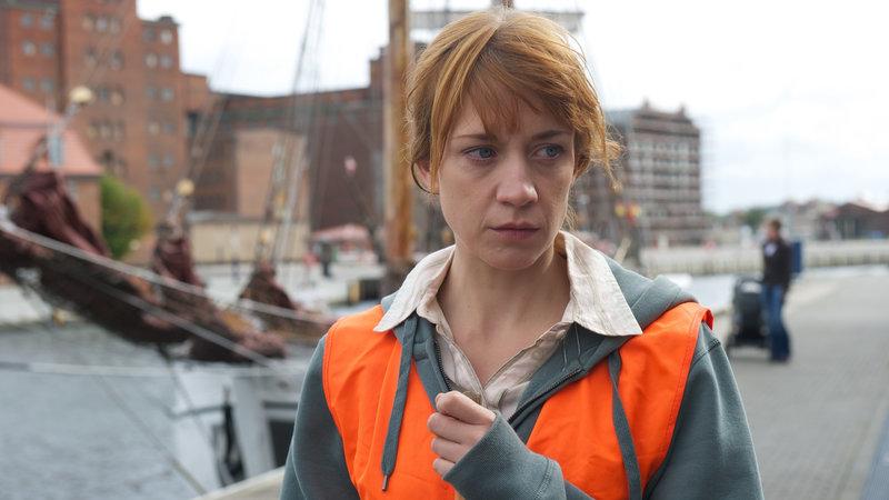 Maren Zastrow (Annika Ernst) ist die Letzte, mit der Felix Benner vor seinem Tod telefoniert hat. – Bild: ZDF und Marc Meyerbröker