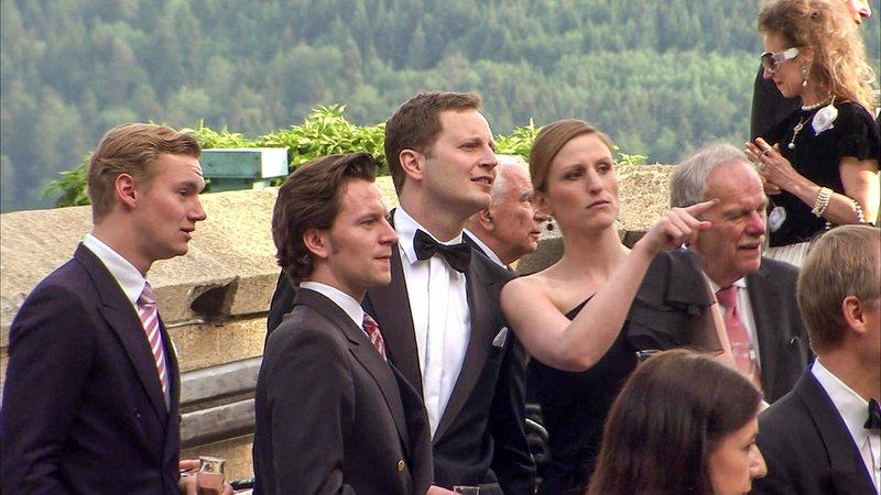 Blaublüter und VIPs bei der Hochzeit von Georg Friedrich Prinz von Preußen mit Sophie Prinzessin von Isenburg im August 2011 in der Friedenskirche Potsdam. – Bild: ORF III