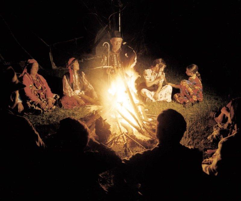 """Universum: """"Die letzten Nomaden"""", Seit Jahrtausenden ziehen sie gemeinsam mit ihren Herden auf traditionellen Routen über die Grassteppen Asiens und Südamerikas. Weder politische Grenzen noch die Einflüsse unserer modernen Welt können die Menschen vom Stamm der Golok, der Khambas, der Tsaaten oder der Callahuayas daran hindern, an ihrer uralten Lebensweise festzuhalten. – Bild: 3sat"""